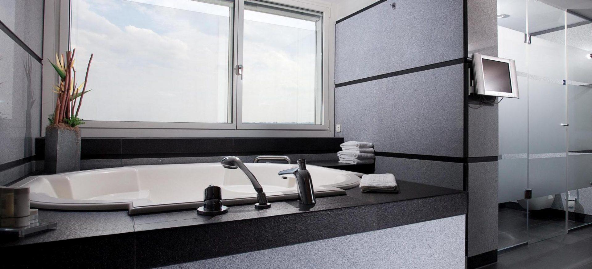Radisson Blu Hotel Erfurt Präsidenten Suite Badezimmer / Presidential Suite bathroom