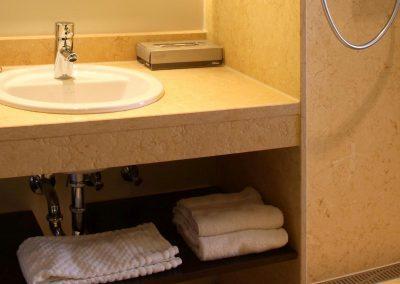 Radisson Blu Hotel Erfurt Superior Class Zimmer Badezimmer / Superior Class Room bath
